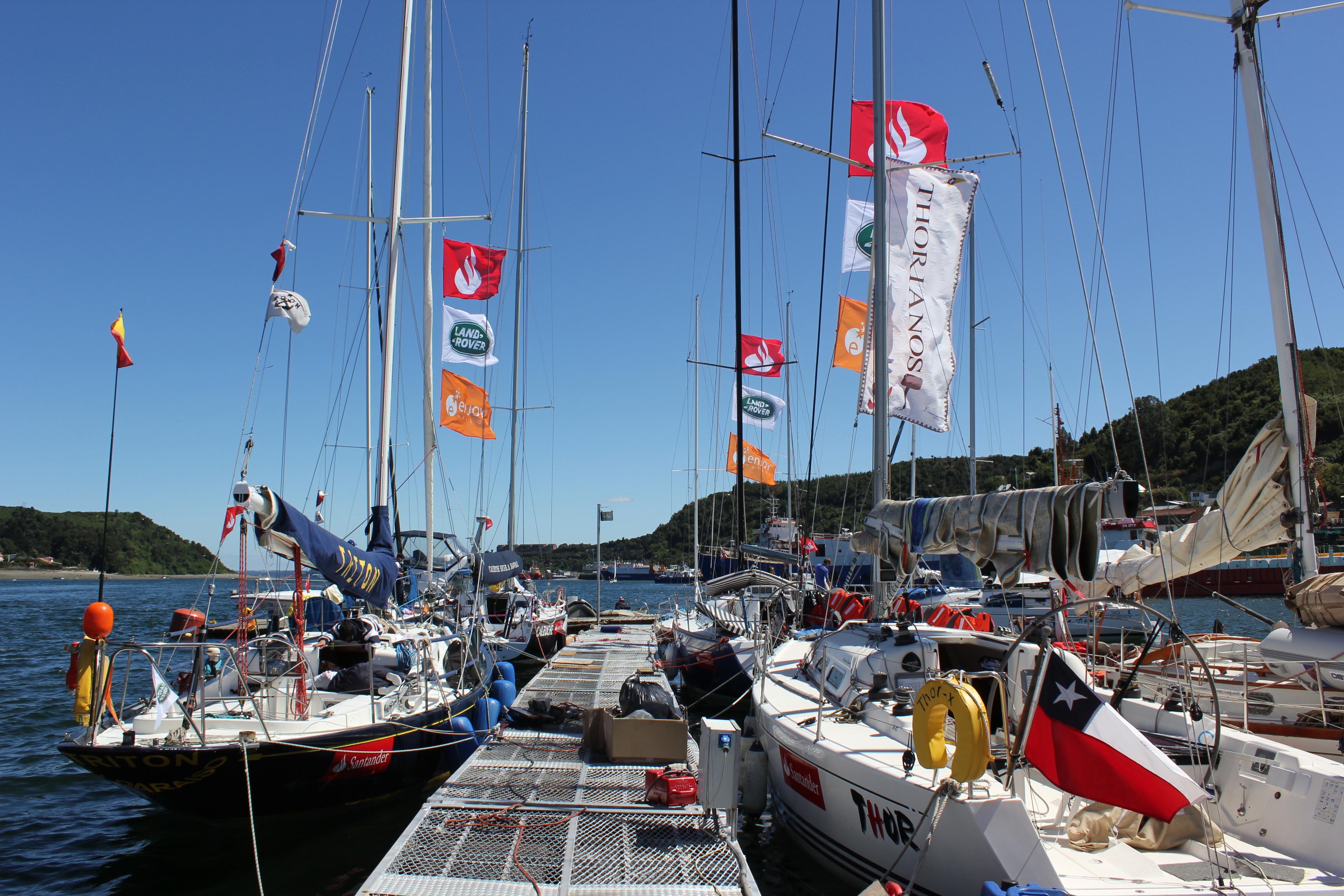 Botes y banderas © Sorvest.cl
